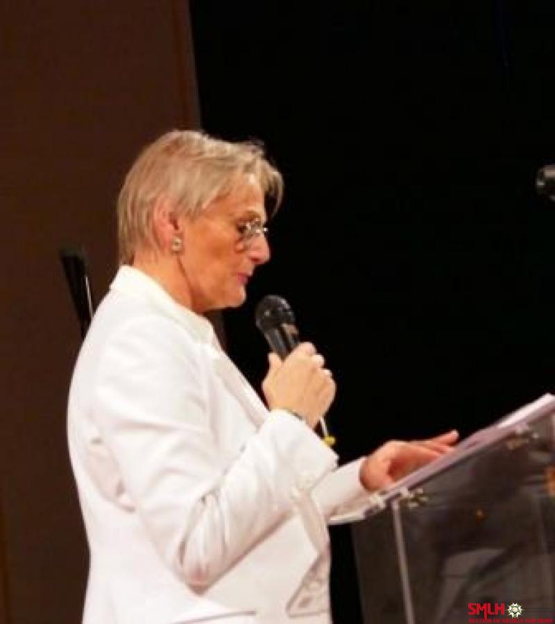 Michèle Bameule ouvrant la séance